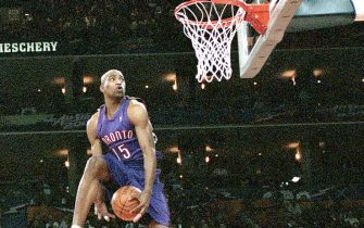 OAKLAND - FEBRUARY 12:  (Sequence 3 of 7) Vince Carter #15 of the Toronto Raptors goes for a dunk during the 2000 NBA All Star Slam Dunk Contest at The Arena In Oakland on February 12, 2000 in Oakland, California. NOTE TO USER: User expressly acknowledges and agrees that, by downloading and or using this photograph, User is consenting to the terms and conditions of the Getty Images License Agreement. Mandatory copyright notice: Copyright NBAE 2000 (Photo by Jesse D. Garrabrant/NBAE via Getty Images)