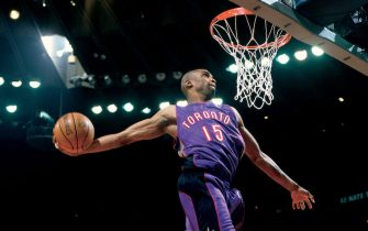 OAKLAND, CA - FEBRUARY 12:  Vince Carter #15 of the Toronto Raptors goes for a dunk during the 2000 NBA All-Star Slam Dunk Contest at The Arena In Oakland on February 12, 2000 in Oakland, California.  NOTE TO USER: User expressly acknowledges and agrees that by downloading and or using this photograph, user is consenting to the terms and conditions of the Getty Images License Agreement.  (Photo by Sam Forencich/NBAE via Getty Images)