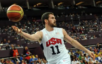 US forward Kevin Love controls the ball during his team's London 2012 Olympic Games men's quarterfinal basketball match against Australia in London on August 8, 2012. AFP PHOTO /MARK RALSTON        (Photo credit should read MARK RALSTON/AFP/GettyImages)