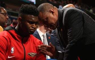NEW ORLEANS, LA - JANUARY 22: Alvin Gentry of the New Orleans Pelicans talks with Zion Williamson #1 of the New Orleans Pelicans before the game against the San Antonio Spurs on January 22, 2020 at the Smoothie King Center in New Orleans, Louisiana. NOTE TO USER: User expressly acknowledges and agrees that, by downloading and or using this Photograph, user is consenting to the terms and conditions of the Getty Images License Agreement. Mandatory Copyright Notice: Copyright 2020 NBAE (Photo by Layne Murdoch Jr./NBAE via Getty Images)