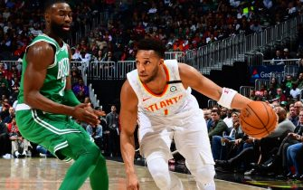 ATLANTA, GA - FEBRUARY 3: Evan Turner #1 of the Atlanta Hawks handles the ball against the Boston Celtics on February 3, 2020 at State Farm Arena in Atlanta, Georgia.  NOTE TO USER: User expressly acknowledges and agrees that, by downloading and/or using this Photograph, user is consenting to the terms and conditions of the Getty Images License Agreement. Mandatory Copyright Notice: Copyright 2020 NBAE (Photo by Scott Cunningham/NBAE via Getty Images)