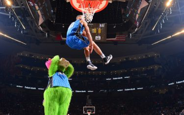 TORONTO, CANADA - FEBRUARY 13:  Aaron Gordon #00 of the Orlando Magic goes up for the dunk during the Verizon Slam Dunk Contest as part of the 2016 NBA All Star Weekend on February 13, 2016 at the Air Canada Centre in Toronto, Ontario, Canada.  NOTE TO USER: User expressly acknowledges and agrees that, by downloading and or using this Photograph, user is consenting to the terms and conditions of the Getty Images License Agreement.  Mandatory Copyright Notice: Copyright 2016 NBAE (Photo by Jesse D. Garrabrant/NBAE via Getty Images)