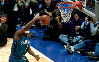 WASHINGTON D.C. - FEBRUARY 10:  Baron Davis #1 of the Charlotte Hornets elevates for a dunk during the 2001 Slam Dunk Contest held on February 10, 2001 at the MIC Center in Washington, D.C. NOTE TO USER: User expressly acknowledges that, by downloading and or using this photograph, User is consenting to the terms and conditions of the Getty Images License agreement. Mandatory Copyright Notice: Copyright 2001 NBAE (Photo by Bill Baptist/NBAE via Getty Images)