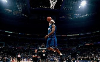 WASHINGTON D.C. - FEBRUARY 10:  Baron Davis #1 of the Charlotte Hornets elevates for a dunk during the 2001 Slam Dunk Contest held on February 10, 2001 at the MIC Center in Washington, D.C. NOTE TO USER: User expressly acknowledges that, by downloading and or using this photograph, User is consenting to the terms and conditions of the Getty Images License agreement. Mandatory Copyright Notice: Copyright 2001 NBAE (Photo by Nathaniel S. Butler/NBAE via Getty Images)
