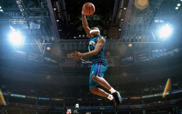 WASHINGTON D.C. - FEBRUARY 10:  Baron Davis #1 of the Charlotte Hornets elevates for a dunk during the 2001 Slam Dunk Contest held on February 10, 2001 at the MIC Center in Washington, D.C. NOTE TO USER: User expressly acknowledges that, by downloading and or using this photograph, User is consenting to the terms and conditions of the Getty Images License agreement. Mandatory Copyright Notice: Copyright 2001 NBAE (Photo by Andrew D. Bernstein/NBAE via Getty Images)