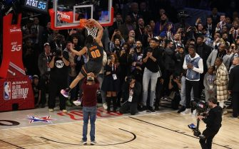 CHICAGO, IL - FEBRUARY 15: Aaron Gordon #00 of the Orlando Magic participates in the 2020 NBA All-Star - AT&T Slam Dunk on February 15, 2020 at the United Center in Chicago, Illinois. NOTE TO USER: User expressly acknowledges and agrees that, by downloading and or using this photograph, User is consenting to the terms and conditions of the Getty Images License Agreement. Mandatory Copyright Notice: Copyright 2020 NBAE (Photo by David Sherman/NBAE via Getty Images)