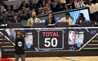 CHICAGO, ILLINOIS - FEBRUARY 15: The panel of Dwyane Wade, Common, Candace Parker, Chadwick Boseman, and Scottie Pippen reveal their scores for a dunk by Aaron Gordon #00 of the Orlando Magic in the 2020 NBA All-Star - AT&T Slam Dunk Contest during State Farm All-Star Saturday Night at the United Center on February 15, 2020 in Chicago, Illinois. NOTE TO USER: User expressly acknowledges and agrees that, by downloading and or using this photograph, User is consenting to the terms and conditions of the Getty Images License Agreement. (Photo by Stacy Revere/Getty Images)