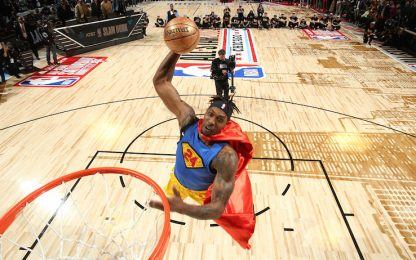 Howard vola come Superman col 24 di Kobe. VIDEO