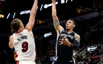 SAN ANTONIO,TX - DECEMBER 06: Danny Green #14 of the San Antonio Spurs scores over Kelly Olynyk #9 of the Miami Heat at AT&T Center on December 06, 2017 in San Antonio, Texas.  NOTE TO USER: User expressly acknowledges and agrees that , by downloading and or using this photograph, User is consenting to the terms and conditions of the Getty Images License Agreement. (Photo by Ronald Cortes/Getty Images)