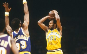 OAKLAND, CA - CIRCA 1980:  World B. Free #21 of the Golden State Warriors looks to pass the ball over the top of Kareem Abdul-Jabbar #33 of the Los Angeles Lakers during an NBA basketball game circa 1980 at the Oakland-Alameda County Coliseum in Oakland California. Free played for the Warriors from 1980-82. (Photo by Focus on Sport/Getty Images)