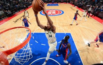 DETROIT, MI - FEBRUARY 20: Giannis Antetokounmpo #34 of the Milwaukee Bucks shoots the ball against the Detroit Pistons on February 20, 2020 at Little Caesars Arena in Detroit, Michigan. NOTE TO USER: User expressly acknowledges and agrees that, by downloading and/or using this photograph, User is consenting to the terms and conditions of the Getty Images License Agreement. Mandatory Copyright Notice: Copyright 2020 NBAE (Photo by Chris Schwegler/NBAE via Getty Images)