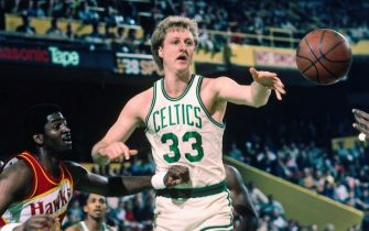 BOSTON, MA - 1986: Larry Bird #33 of the Boston Celtics passes the ball against the Atlanta Hawks circa 1986 at the Boston Garden in Boston, Massachusetts. NOTE TO USER: User expressly acknowledges and agrees that, by downloading and/or using this photograph, user is consenting to the terms and conditions of the Getty Images License Agreement. Mandatory Copyright Notice: Copyright 1986 NBAE (Photo by Dick Raphael/NBAE via Getty Images)