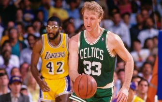INGLEWOOD, CA - 1986: Larry Bird #33 of the Boston Celtics handles the ball against the Los Angeles Lakers during a game played circa 1986 at the Great Western Forum in Inglewod, California. NOTE TO USER: User expressly acknowledges and agrees that, by downloading and or using this photograph, User is consenting to the terms and conditions of the Getty Images License Agreement. Mandatory Copyright Notice: Copyright 1986 NBAE (Photo by Andrew D. Bernstein/NBAE via Getty Images)