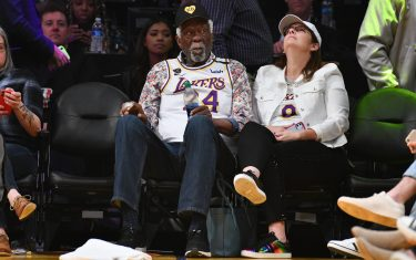 LOS ANGELES, CALIFORNIA - FEBRUARY 23: Celtics legend Bill Russell wears a Kobe Bryant Jersey to a basketball game between the Los Angeles Lakers and the Boston Celtics at Staples Center on February 23, 2020 in Los Angeles, California. (Photo by Allen Berezovsky/Getty Images)