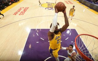 LOS ANGELES, CA - FEBRUARY 25: LeBron James #23 of the Los Angeles Lakers dunks the ball against the New Orleans Pelicans on February 25, 2020 at STAPLES Center in Los Angeles, California. NOTE TO USER: User expressly acknowledges and agrees that, by downloading and/or using this Photograph, user is consenting to the terms and conditions of the Getty Images License Agreement. Mandatory Copyright Notice: Copyright 2020 NBAE (Photo by Andrew D. Bernstein/NBAE via Getty Images)