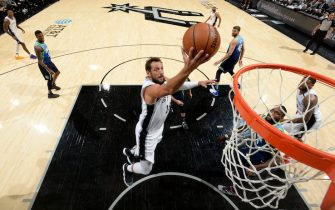 SAN ANTONIO, TX - FEBRUARY 26: Marco Belinelli #18 of the San Antonio Spurs drives to the basket against the Dallas Mavericks on February 26, 2020 at the AT&T Center in San Antonio, Texas. NOTE TO USER: User expressly acknowledges and agrees that, by downloading and or using this photograph, user is consenting to the terms and conditions of the Getty Images License Agreement. Mandatory Copyright Notice: Copyright 2020 NBAE (Photos by Logan Riely/NBAE via Getty Images)