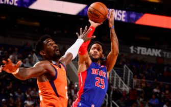 PHOENIX, AZ - FEBRUARY 28: Derrick Rose #25 of the Detroit Pistons shoots the ball against the Phoenix Suns on February 28, 2020 at Talking Stick Resort Arena in Phoenix, Arizona. NOTE TO USER: User expressly acknowledges and agrees that, by downloading and or using this photograph, user is consenting to the terms and conditions of the Getty Images License Agreement. Mandatory Copyright Notice: Copyright 2020 NBAE (Photo by Barry Gossage/NBAE via Getty Images)