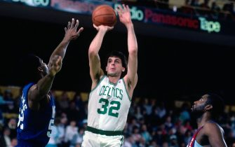 BOSTON - 1987:  Kevin McHale #32 of the Boston Celtics shoots a jump shot against Buck Williams #52 of the New Jersey Nets during a game played in 1987 at the Boston Garden in Boston, Massachusetts. NOTE TO USER: User expressly acknowledges and agrees that, by downloading and or using this photograph, User is consenting to the terms and conditions of the Getty Images License Agreement. Mandatory Copyright Notice: Copyright 1987 NBAE (Photo by Dick Raphael/NBAE via Getty Images)