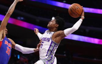 DETROIT, MICHIGAN - JANUARY 22: De'Aaron Fox #5 of the Sacramento Kings drives to the basket against Christian Wood #35 of the Detroit Pistons during the first half at Little Caesars Arena on January 22, 2020 in Detroit, Michigan. NOTE TO USER: User expressly acknowledges and agrees that, by downloading and or using this photograph, User is consenting to the terms and conditions of the Getty Images License Agreement. (Photo by Gregory Shamus/Getty Images)