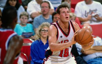 INGLEWOOD, CA - 1988: Dan Majerle #18 of the United States National Team passes circa 1988 at the Great Western Forum in Inglewood, California. NOTE TO USER: User expressly acknowledges and agrees that, by downloading and or using this photograph, User is consenting to the terms and conditions of the Getty Images License Agreement. Mandatory Copyright Notice: Copyright 1988 NBAE (Photo by Andrew D. Bernstein/NBAE via Getty Images)