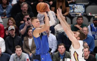 DALLAS, TX - MARCH 4: Kristaps Porzingis #6 of the Dallas Mavericks shoots a three point basket during the game against the New Orleans Pelicans on March 4, 2020 at the American Airlines Center in Dallas, Texas. NOTE TO USER: User expressly acknowledges and agrees that, by downloading and or using this photograph, User is consenting to the terms and conditions of the Getty Images License Agreement. Mandatory Copyright Notice: Copyright 2020 NBAE (Photo by Joe Murphy/NBAE via Getty Images)