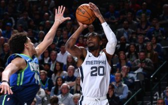 DALLAS, TX - MARCH 6: Josh Jackson #20 of the Memphis Grizzlies shoots the ball against the Dallas Mavericks on March 6, 2020 at the American Airlines Center in Dallas, Texas. NOTE TO USER: User expressly acknowledges and agrees that, by downloading and or using this photograph, User is consenting to the terms and conditions of the Getty Images License Agreement. Mandatory Copyright Notice: Copyright 2020 NBAE (Photo by Glenn James/NBAE via Getty Images)