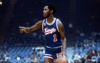 LANDOVER, MD - CIRCA 1975: Nate Archibald #1 of the Kansas City Kings dribbles the ball up court against the Washington Bullets during an NBA basketball game circa 1975 at the Capital Centre in Landover, Maryland. Archibald played for the Cincinnati Royals/Kansas City Kings from 1070-76. (Photo by Focus on Sport/Getty Images) *** Local Caption *** Nate Archibald