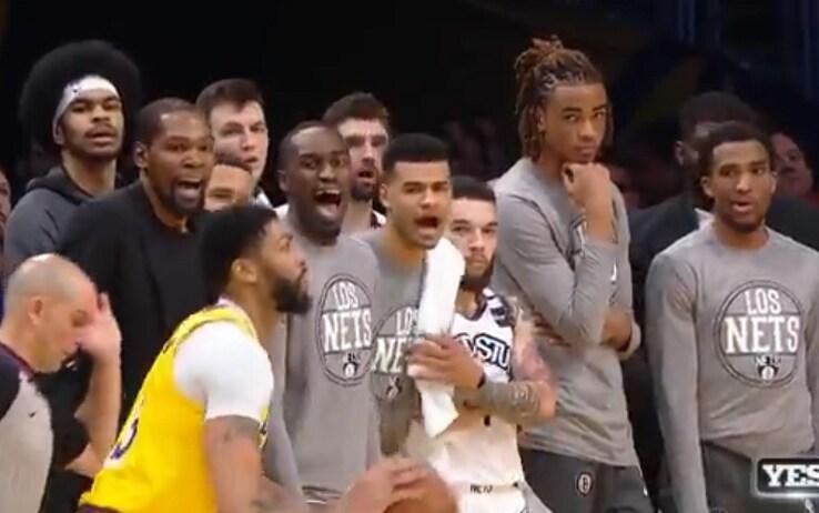 NBA, Anthony Davis sbaglia il tiro vincente: la reazione della ...
