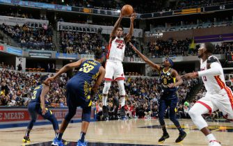 INDIANAPOLIS, IN - JANUARY 8: Jimmy Butler #22 of the Miami Heat passes the ball against the Indiana Pacers on January 8, 2020 at Bankers Life Fieldhouse in Indianapolis, Indiana. NOTE TO USER: User expressly acknowledges and agrees that, by downloading and or using this Photograph, user is consenting to the terms and conditions of the Getty Images License Agreement. Mandatory Copyright Notice: Copyright 2020 NBAE (Photo by Ron Hoskins/NBAE via Getty Images)