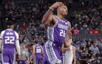 SACRAMENTO, CA - MARCH 8: Kent Bazemore #26 of thet Sacramento Kings reactst during the game against the Toronto Raptors on March 8, 2020 at Golden 1 Center in Sacramento, California. NOTE TO USER: User expressly acknowledges and agrees that, by downloading and or using this photograph, User is consenting to the terms and conditions of the Getty Images Agreement. Mandatory Copyright Notice: Copyright 2020 NBAE (Photo by Rocky Widner/NBAE via Getty Images)