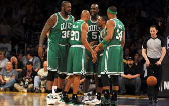 LOS ANGELES, CA - JANUARY 30:  (L-R) Shaquille O'Neal #36, Ray Allen #20, Kevin Garnett #5, Rajon Rondo #9 and Paul Pierce #34 of the Boston Celtics huddle together during their game against the Los Angeles Lakers at Staples Center on January 30, 2011 in Los Angeles, California. NOTE TO USER: User expressly acknowledges and agrees that, by downloading and/or using this Photograph, user is consenting to the terms and conditions of the Getty Images License Agreement. Mandatory Copyright Notice: Copyright 2011 NBAE (Photo by Andrew D. Bernstein/NBAE via Getty Images)