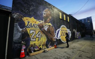LOS ANGELES, CALIFORNIA - FEBRUARY 13: A mural depicting deceased NBA star Kobe Bryant, painted by Jonas Never, is displayed on a building on February 13, 2020 in Los Angeles, California. Numerous murals depicting Bryant and Gianna have been created around greater Los Angeles following their tragic deaths in a helicopter crash which left a total of nine dead. A public memorial service honoring Bryant will be held February 24 at the Staples Center in Los Angeles, where Bryant played most of his career with the Los Angeles Lakers.  (Photo by Mario Tama/Getty Images)