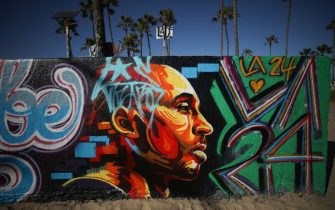 VENICE, CALIFORNIA - FEBRUARY 14: A mural depicting deceased NBA star Kobe Bryant, painted by @cheink84, is displayed by the beach on February 14, 2020 in Venice, California. Numerous murals depicting Bryant have been created around greater Los Angeles following their tragic deaths in a helicopter crash which left a total of nine dead. A public memorial service honoring Bryant will be held February 24 at the Staples Center in Los Angeles, where Bryant played most of his career with the Los Angeles Lakers.  (Photo by Mario Tama/Getty Images)