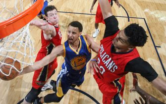 NEW ORLEANS, LA - APRIL 23: Stephen Curry #30 of the Golden State Warriors shoots against the New Orleans Pelicans in Game Three of the Western Conference Quarterfinals during the NBA Playoffs on April 23, 2015 at Smoothie King Center in New Orleans, Louisiana. NOTE TO USER: User expressly acknowledges and agrees that, by downloading and or using this photograph, user is consenting to the terms and conditions of Getty Images License Agreement. Mandatory Copyright Notice: Copyright 2015 NBAE (Photo by Layne Murdoch/NBAE via Getty Images)