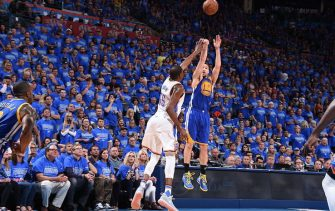 OKLAHOMA CITY, OK - MAY 28:  Klay Thompson #11 of the Golden State Warriors shoots against Kevin Durant #35 of the Oklahoma City Thunder in Game Six of the Western Conference Finals during the 2016 NBA Playoffs on May 28, 2016 at Chesapeake Energy Arena in Oklahoma City, Oklahoma. NOTE TO USER: User expressly acknowledges and agrees that, by downloading and or using this photograph, User is consenting to the terms and conditions of the Getty Images License Agreement. Mandatory Copyright Notice: Copyright 2016 NBAE (Photo by Andrew D. Bernstein/NBAE via Getty Images)