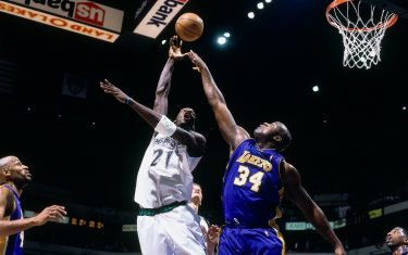 MINNEAPOLIS - 2000:  Kevin Garnett #21 of the Minnesota Timberwolves shoots against Shaquille O'Neal #34 of the Los Angeles Lakers during a 2000 NBA game at the Target Center in Minneapolis, Minnesota. NOTE TO USER: User expressly acknowledges that, by downloading and or using this photograph, User is consenting to the terms and conditions of the Getty Images License agreement. Mandatory Copyright Notice: Copyright 2000 NBAE (Photo by Dave Sherman/NBAE via Getty Images)