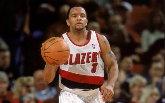 31 Oct 2000:  Damon Stoudamire #3 of the Portland Trail Blazers dribbles the ball down the court during the game against the Los Angeles Lakers at the Rose Garden in Portland, Oregon. The Lakers defeated the Blazers 96-86. NOTE TO USER: It is expressly understood that the only rights Allsport are offering to license in this Photograph are one-time, non-exclusive editorial rights. No advertising or commercial uses of any kind may be made of Allsport photos. User acknowledges that it is aware that Allsport is an editorial sports agency and that NO RELEASES OF ANY TYPE ARE OBTAINED from the subjects contained in the photographs.Mandatory Credit: Otto Greule Jr.  /Allsport