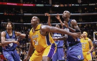LOS ANGELES - DECEMBER 1:  Shaquille O'Neal #34 of the Los Angeles Lakers looks for the rebound as he guards Kevin Garnett #21 of the Minnesota Timberwolves at Staples Center on December 1, 2002 in Los Angeles, California. The Timberwolves won 110-107.NOTE TO USER: User expressly acknowledges and agrees that, by downloading and/or using this Photograph, User is consenting to the terms and conditions of the Getty Images License Agreement. Mandatory copyright notice:  Copyright 2002 NBAE (Photo by: Andrew D Bernstein/NBAE via Getty Images)