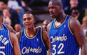 SACRAMENTO, CA - MARCH 28: Shaquille O'Neal #32 and Penny Hardaway #1 of the Orlando Magic talk against the Sacramento Kings on March 28, 1995 at Arco Arena in Sacramento, California. NOTE TO USER: User expressly acknowledges and agrees that, by downloading and or using this photograph, User is consenting to the terms and conditions of the Getty Images License Agreement. Mandatory Copyright Notice: Copyright 1995 NBAE (Photo by Rocky Widner/NBAE via Getty Images)