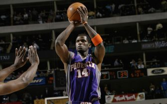 DALLAS - APRIL 3:  Antonio McDyess  #14 of the Phoenix Suns shoots a jumper during the game against the Dallas Mavericks at American Airlines Arena on April 3, 2004 in Dallas, Texas.  The Mavericks won 124-103.  NOTE TO USER: User expressly acknowledges and agrees that, by downloading and/or using this Photograph, User is consenting to the terms and conditions of the Getty Images License Agreement (Photo by Glenn James/NBAE via Getty Images)