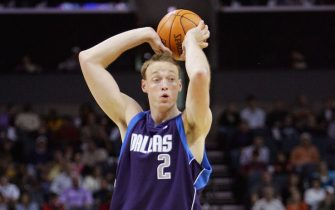 CHARLOTTE, NC - NOVEMBER 11:  Keith Van Horn #2 of the Dallas Mavericks looks for an open pass during the game against the Charlotte Bobcats on November 11, 2005 at the Charlotte Bobcats Arena in Charlotte, North Carolina.  The Mavericks won 98-88.  NOTE TO USER: User expressly acknowledges and agrees that, by downloading and or using this photograph, User is consenting to the terms and conditions of the Getty Images License Agreement.  (Photo by: Streeter Lecka/Getty Images) *** Local Caption *** Keith Van Horn