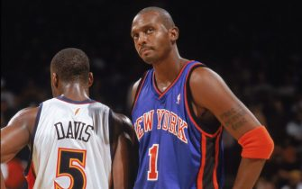 OAKLAND, CA - NOVEMBER 11:  Anfernee Hardaway #1 of the New York Knicks looks on as he stands next to Baron Davis #5 of the Golden State Warriors during a game at The Arena in Oakland on November 11, 2005 in Oakland, California.  The Warriors won 86-84.  NOTE TO USER: User expressly acknowledges and agrees that, by downloading and/or using this Photograph, user is consenting to the terms and conditions of the Getty Images License Agreement. Mandatory Copyright Notice: Copyright 2005 NBAE (Photo by Rocky Widner/NBAE via Getty Images) *** Local Caption *** Anfernee Hardaway;Baron Davis