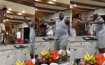 La quarantena di Shaq: un DJ set in cucina. VIDEO