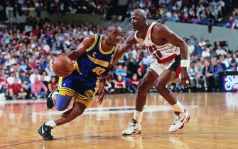 PORTLAND, OR - CIRCA 1993: Tim Hardaway #10 of the Golden State Warriors dribbles against Terry Porter #30 of the Portland Trailblazers at the Veterans Memorial Coliseum circa 1993 in Portland, Oregon. NOTE TO USER: User expressly acknowledges and agrees that, by downloading and or using this photograph, User is consenting to the terms and conditions of the Getty Images License Agreement. Mandatory Copyright Notice: Copyright 1993 NBAE (Photo by Brian Drake/NBAE via Getty Images)
