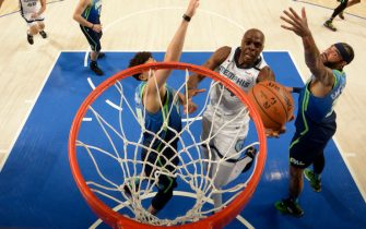 DALLAS, TX - MARCH 6: Anthony Tolliver #44 of the Memphis Grizzlies drives to the basket against the Dallas Mavericks on March 6, 2020 at the American Airlines Center in Dallas, Texas. NOTE TO USER: User expressly acknowledges and agrees that, by downloading and or using this photograph, User is consenting to the terms and conditions of the Getty Images License Agreement. Mandatory Copyright Notice: Copyright 2020 NBAE (Photo by Glenn James/NBAE via Getty Images)
