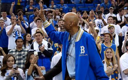 Kareem dona 900 occhiali di protezione a UCLA