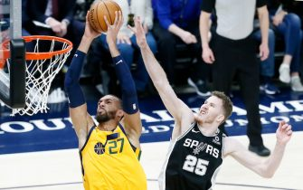 SALT LAKE CITY, UT - FEBRUARY 21: Rudy Gobert #27 of the Utah Jazz dunks the ball against Jakob Poeltl #25 of the San Antonio Spurs during a game at the Vivint Smart Home Arena on February 21, 2020 in Salt Lake City, UT. NOTE TO USER: User expressly acknowledges and agrees that, by downloading and or using this photograph, User is consenting to the terms and conditions of the Getty Images License Agreement. Mandatory Credit: 2020 NBAE (Photo by Chris Elise/NBAE via Getty Images)