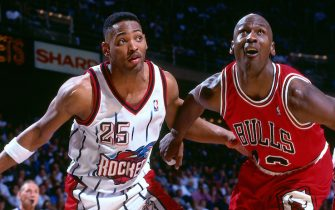 HOUSTON, TX - JANUARY 30: Robert Horry #25 of the Houston Rockets and Michael Jordan #23 of the Chicago Bulls fight for position during the game on January 30, 1996 at The Summit in Houston, Texas. NOTE TO USER: User expressly acknowledges and agrees that, by downloading and/or using this photograph, user is consenting to the terms and conditions of the Getty Images License Agreement. Mandatory Copyright Notice: Copyright 1996 NBAE (Photo by Scott Cunningham/NBAE via Getty Images)