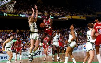 BOSTON, MA - 1986: Michael Jordan #23 of the Chicago Bulls drives to the basket against Larry Bird #33 of the Boston Celtics during a game circa 1986 at the Boston Garden in Boston, Massachusetts. NOTE TO USER: User expressly acknowledges and agrees that, by downloading and/or using this Photograph, user is consenting to the terms and conditions of the Getty Images License Agreement. Mandatory Copyright Notice: Copyright 1986 NBAE (Photo by Dick Raphael/NBAE via Getty Images)