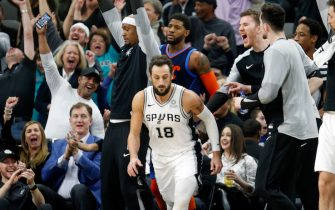 SAN ANTONIO, TX - JANUARY 10:  After his third straight three Marco Belinelli #18 of the San Antonio Spurs receives applauds from fans and the bench during game against the Oklahoma City Thunder at AT&T Center on January 10, 2019 in San Antonio, Texas.  NOTE TO USER: User expressly acknowledges and agrees that , by downloading and or using this photograph, User is consenting to the terms and conditions of the Getty Images License Agreement. (Photo by Ronald Cortes/Getty Images)